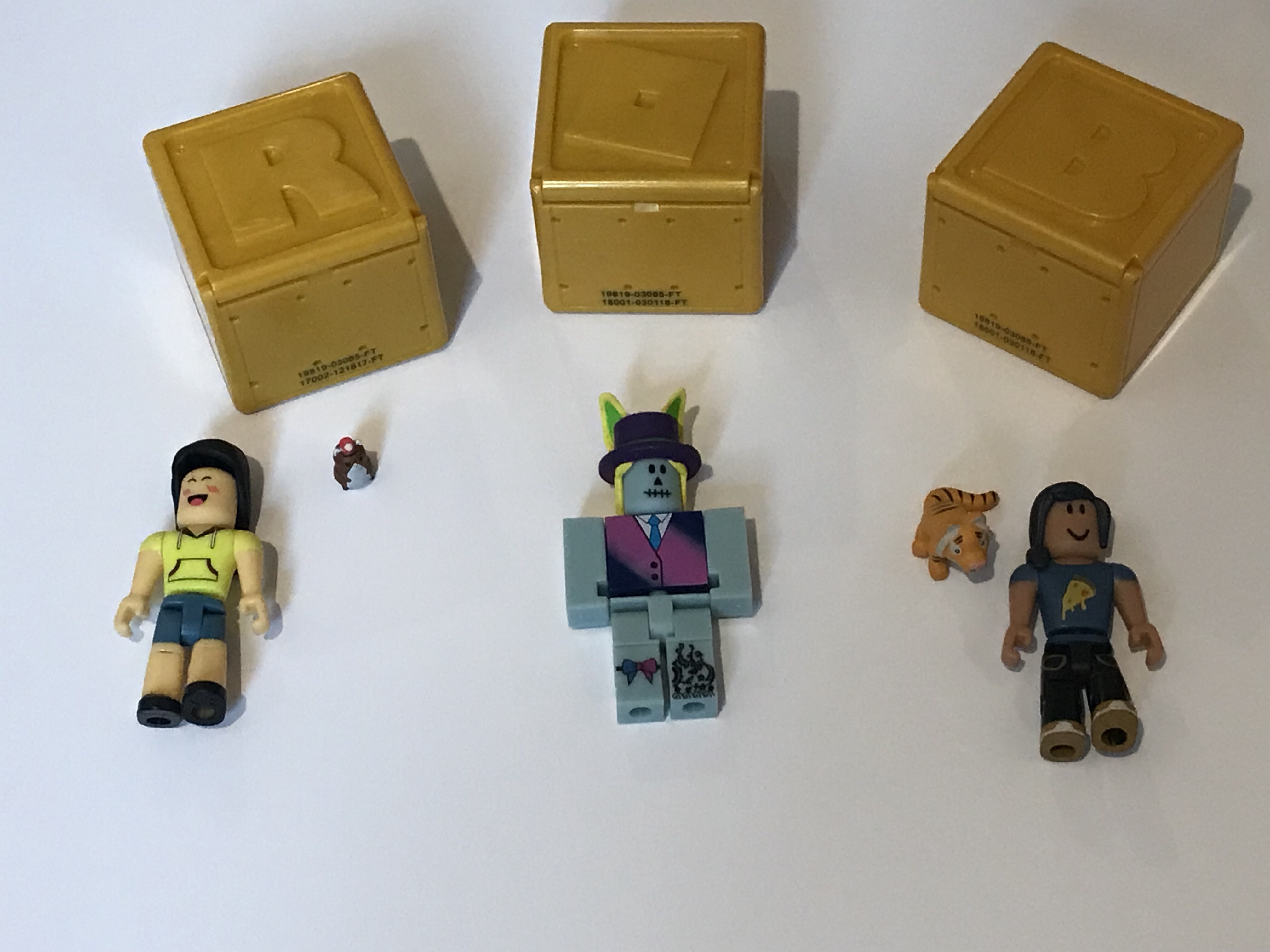 Reviewing The Roblox Celebrity Toy Range